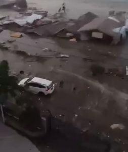 Creste bilantul tsunamiului devastator din Indonezia: numarul mortilor a ajuns la 1200, imaginile sunt de cosmar (Foto&Video)