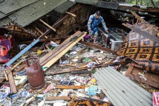 Creste bilantul tsunamiului din Indonezia: Peste 373 de morti si aproape 1.500 de raniti
