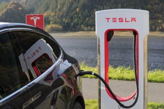 """Crestere spectaculoasa a actiunilor Tesla. Este cea mai puternica """"explozie"""" din ultimii opt ani"""