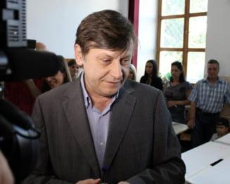 "Crin Antonescu, ""scandalos"" si ""inacceptabil"" (Opinii)"
