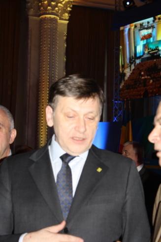 """Crin Antonescu: Acordul Romaniei cu FMI, un """"handicap"""", o """"situatie nefericita si temporara"""" (Video)"""