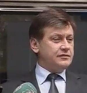 Crin Antonescu: PNL vrea consultari cu toate partidele, mai putin UNPR