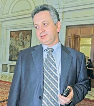 Crin Antonescu: Relu Fenechiu va coordona campania electorala pentru referendum
