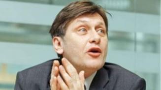 Crin Antonescu: Sa ne dam toti demisia, daca asta vor oamenii