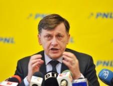 Crin Antonescu, atac la Ponta: Nu are curaj, se teme, dar nu poate evita la nesfarsit! (Video)