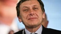 Crin Antonescu, el insusi la parastasul dansant (Opinii)