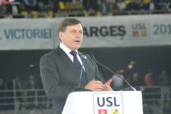 "Crin Antonescu, pus la zid de ONG-uri: Sa explice de ce ""detesta feminismul"""