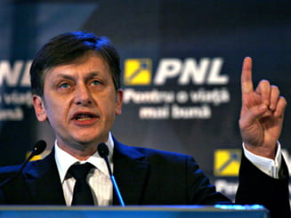 Crin Antonescu distruge PNL (Opinii)
