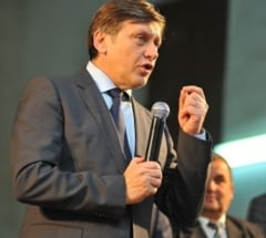 "Crin Antonescu si ""nerusinarea pesedista"" (Opinii)"