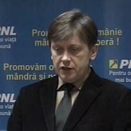 Crin Antonescu spune ca Basescu, Boc si Geoana lasa tara pe mana lui Udrea