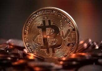 Criptomoneda bitcoin a depasit 15.000 de dolari, cel mai ridicat nivel din ultimii doi ani