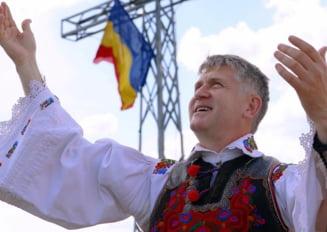 Cristian Pomohaci, anuntat ca invitat la concertul extraordinar de Ziua Nationala din Bistrita, scos de pe afis. Fostul preot, condamnat pentru evaziune fiscala