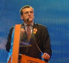 """Cristian Preda il invita pe Adrian Nastase sa rezolve problemele din politica cu """"ironia semidocta"""""""