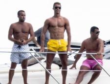 Cristiano Ronaldo, extrem de sexy pe plaja din Miami (galerie foto)