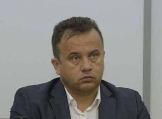 Criticat pentru ca vrea manuale de sport si dirigentie, ministrul Educatiei si-a inchis pagina de Facebook