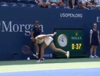 Criza de nervi pentru Simona Halep: A rupt o racheta in turul I de la US Open