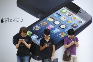 Criza la Apple? Compania a redus la jumatate comenzile de ecrane iPhone 5 (Video)