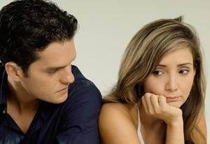 Criza si golul din buzunar afecteaza relatia de cuplu - ce e de facut?