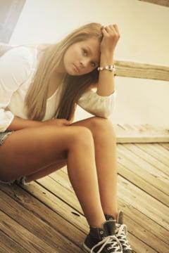 Crizele adolescentei: Rebeliunea, depresia si cat e vina parintilor. 5 semne care sa te puna pe ganduri