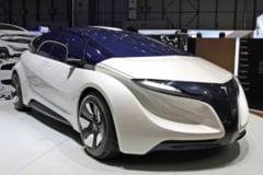 Crossover electric de la Tesla, din 2012