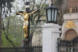 Crucifixul lui Becali e poleit cu 2,5 kg de aur