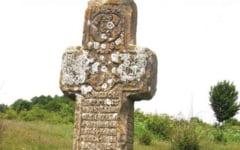 Crucile misterioase din piatra din Gorj. Au sute de ani vechime si inscriptii indescifrabile in limba chirilica