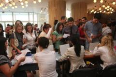 Cu ce oferte vin angajatorii vineri, la Bursa locurilor de munca pentru absolventi?