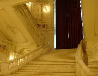 Cu ce sperante au venit politicienii la dezbaterea Basescu-Geoana?