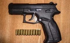Cu pistol dar cu permisul expirat