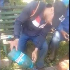 """Cum îl învață un muncitor din Galați pe colegul său nepalez să fure benzină: """"Little benzin, no problem"""" VIDEO"""