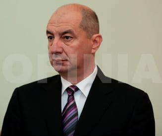 """Cum a ajuns Buzaul viesparul coruptiei romanesti (I) / Deputatul UNPR Titi Holban, din bratele fetelor """"Doamnei Marta"""" in cele ale colegilor care l-au scapat de arest"""