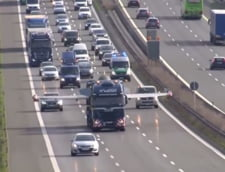 Cum a blocat un avion traficul pe o autostrada din Germania (Video)