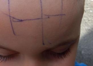 Cum a fost pedepsita educatoarea care a scris un copil pe frunte