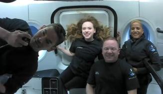 Cum a fost prima zi pe orbită a celor patru turiști spațiali de pe SpaceX: Au făcut cercetări, au mâncat și au dormit