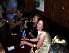 Cum a petrecut Hillary Clinton in Columbia: Dans si bere