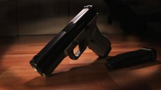 Cum a pierdut un politist trei lazi pline cu arme si nimeni nu le mai gaseste