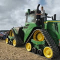 Cum arată tractorul de aproape 600.000 de euro. Are un rezervor de 1.500 de litri, iar ca să îi faci plinul costă aproape 2.000 de euro VIDEO