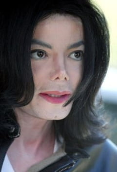 Cum arata casa in care locuia Michael Jackson? (Galerie foto)