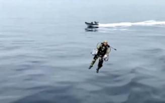 Cum arata costumul cu propulsie cu care se poate zbura. A fost testat de un membru al Marinei Regale VIDEO
