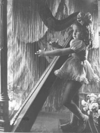 Cum aratau vedetele din Romania in copilarie VIII (Galerie foto)