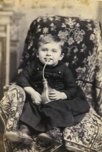 Cum au aparut biberonul, scutecele sau caruciorul pentru copii (Galerie foto)