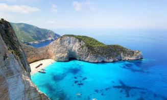 Cum au invadat turiștii românii Grecia. Presa elenă: pe unele insule auzi aproape exclusiv românește