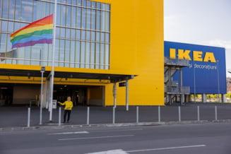 """Cum au tabarat homofobii pe IKEA care a arborat steagul LGBT in Bucuresti: """"Puneti drapelul Romaniei, altfel nu va vad bine"""""""