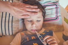 Cum deosebim gripa sezoniera de COVID-19. Medicii dezvaluie indiciile care pot face diferenta