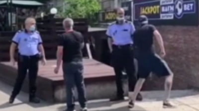 "Cum dispare un barbat recalcitrant din fata politistilor care incercau sa-l retina. ""Bam, bam, bam si-am plecat!"" VIDEO"