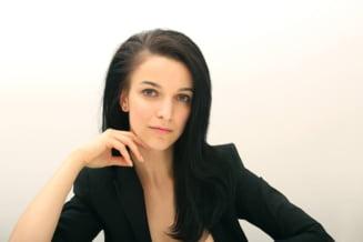 Cum e sa o imbraci pe prima doamna - Alexandra Andriescu, despre stilul sotilor Iohannis Interviu