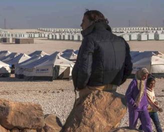 Cum e viata de refugiat in cea mai mare tabara de la granita cu Siria (Galerie Foto)