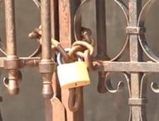 Cum fac oltenii carte cu de-a sila: Scoli incuiate, cu interfon la poarta