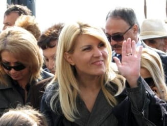 Cum fenteaza Elena Udrea legea si semneaza contracte 'secret de stat'
