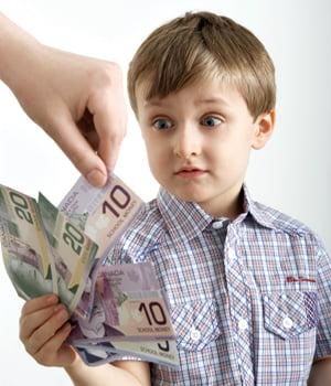 Cum ii invatam pe copii sa nu se joace cu banii?
